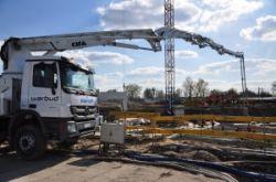Jedna z najdłuższych pomp marki CIFA na podwoziu Mercedes podczas pracy na budowie przy ul. Kłobuckiej w Warszawie